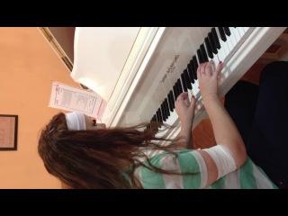 Наша пианистка